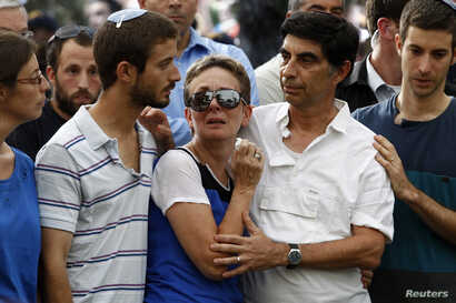 From left, Ayelet, Zur, Lea, Simcha and Haimi, the family of Israeli soldier Lieutenant Hadar Goldin, mourn during his funeral in Kfar Saba, near Tel Aviv, Israel, August 3, 2014.