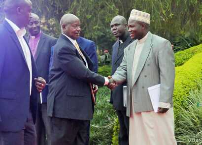 President Yoweri Museveni arrives at the debate hall in Kampala, Feb. 16, 2016, greeted by the Inter-Religious Council of Uganda.