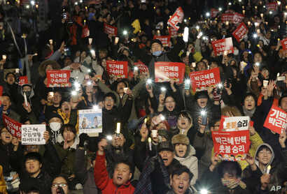Protesters shout slogans during a rally calling for impeached President Park Geun-hye's arrest in Seoul, South Korea, March 10, 2017.