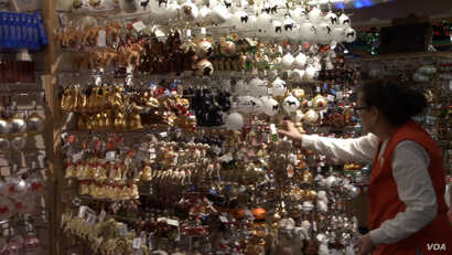 Bronner's CHRISTmas Wonderland has thousands of different styles of tree ornaments. (E.Celeste/VOA)