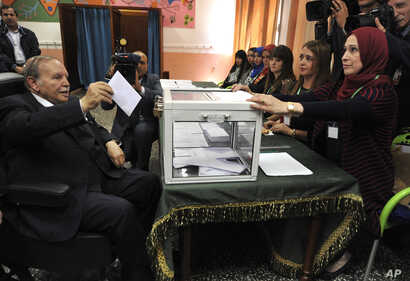 Algerian President Abdelaziz Bouteflika casts his ballot to vote in Algiers,May 4, 2017.
