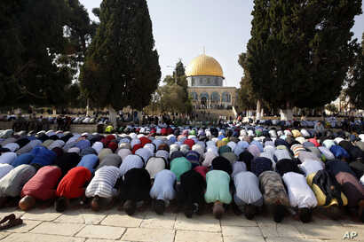 Palestinians pray inside the al-Aqsa Mosque compound in Jerusalem's Old City, July 27, 2017.