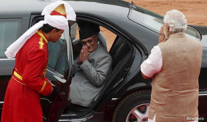 Nepal's Prime Minister Khadga Prasad Sharma Oli, center, greets his Indian counterpart, Narendra Modi, right, after his ceremonial reception at the forecourt of India's Rashtrapati Bhavan presidential palace in New Delhi, India, Feb. 20, 2016.