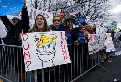 eople protest near the site of a campaign appearance by Republican presidential candidate Donald Trump in Bethpage, New York, April 6, 2016.