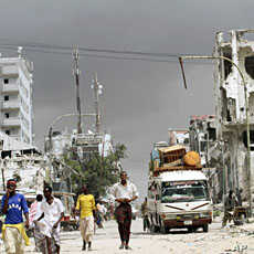 Residents flee from renewed fighting between Somalia government forces and Islamist militants in Daynile district and Elasha Biyaha in the outskirts of Mogadishu, October 21, 2011