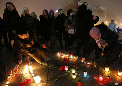 People light candles on Independence Square in Kiev in solidarity with the victims of a rocket attack on the coastal city of Mariupol, Ukraine, Jan. 24, 2015.