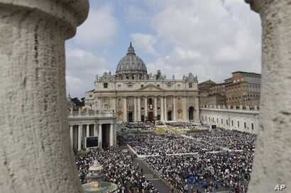A view of St. Peter's Square during Easter Mass celebrated by Pope Francis, at the Vatican, April 16, 2017.