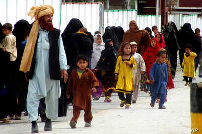 Internally displaced tribal people return to  their villages cleared by the Pakistani army, in Bannu, Pakistan, March 31, 2015.