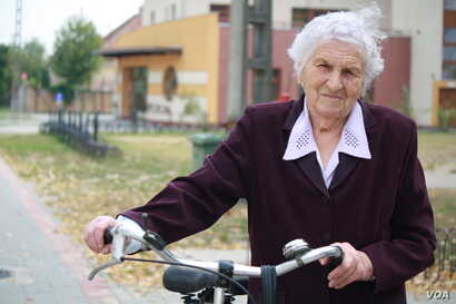 """Gubicz Antalne, 85, voted """"no"""" Morahalm, Hungary, Oct. 2, 2016."""