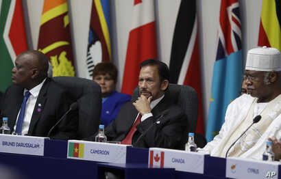 The Sultan of Brunei Hassanal Bolkiah, center, listens during the first executive session of the CHOGM summit at Lancaster House in London, April 19, 2018.