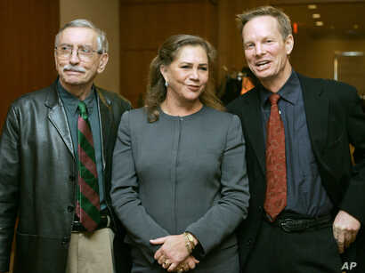 """FILE - Playwright Edward Albee, left, appears with actress Kathleen Turner and actor Bill Irwin moments before a news conference, in Boston, Tuesday, Jan. 4, 2005, held to answer questions about their new upcoming production of Albee's play """"Who's Af..."""