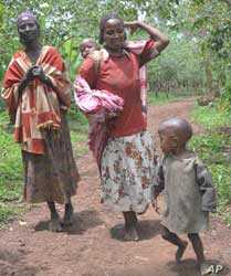 Women and children travel on foot seeking medical treatment in Ethiopia