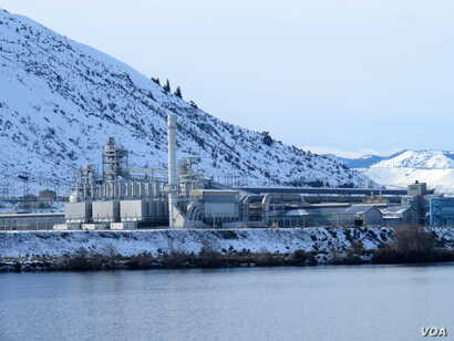 Alcoa's Wenatchee Works shut down indefinitely at the beginning of January, Jan. 20, 2016. (T. Banse/VOA)
