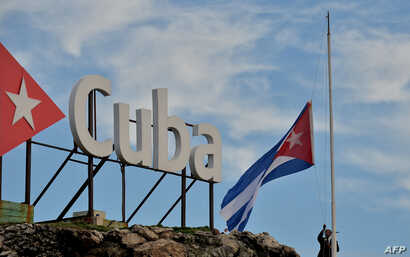 The Cuban national flag is lowered to half-staff in tribute to the victims of a plane crash, in Havana, May 19, 2018.