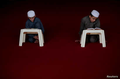 Students memorize the Quran at the Al-Nadwa Madrassa in Murree, Pakistan, Oct. 3, 2017.