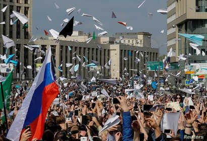 People release paper planes, symbol of the Telegram messenger, during a rally in protest against court decision to block the messenger because it violated Russian regulations, in Moscow, Russia, April 30, 2018.