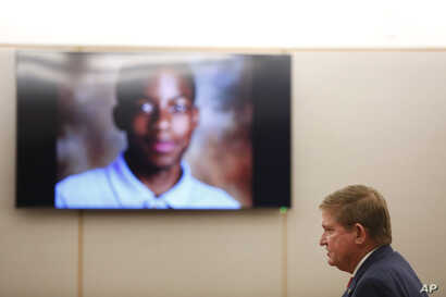 Lead prosecutor Michael Snipes gives a closing argument during trial of fired police officer Roy Oliver, who is charged with the murder of 15-year-old Jordan Edwards, Aug. 27, 2018.