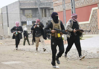 Tribal fighters aligned with government forces are seen patrolling the streets in the city of Falluja, 50 km west of Baghdad Jan. 5, 2014.
