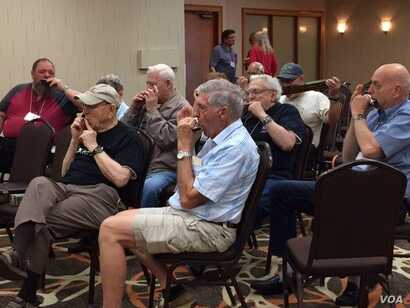 Jack Perkins (2nd from left) jams with his buddies at the Virginia Harmonica Fest. (C/ Presutti/VOA)