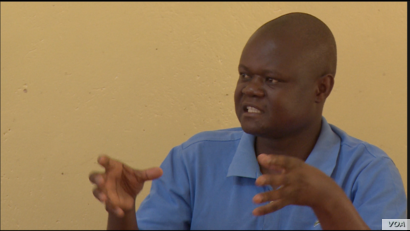 Llyod Kasima, the acting district administrator for Chimanimani district says Cyclone Idai deaths now stand at 181, March 26, 2019.(C Mavhunga/VOA)