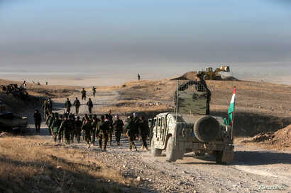Peshmerga forces advance in the east of Mosul to attack Islamic State militants in Mosul, Iraq, Oct. 17, 2016.