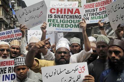 Indian Muslims shout slogans during a protest against the Chinese government, in Mumbai, India, Sept. 14, 2018. Nearly 150 Indian Muslims held a street protest demanding that China stop detaining thousands of Uighur Muslims.