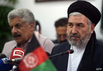 Afghan minister for Refugees and Repatriation Sayed Hossein Alimi Balkhi (R) speaks during a joint press conference with Pakistani Minister for States and Frontier Regions (SAFRON) Abdul Qadir Baloch (L) in Islamabad on April 22, 2016.