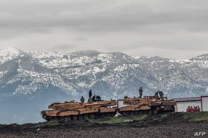"""Turkish tanks are parked near the Syrian border at Hassa, in Hatay province on January 24, 2018, as part of the operation """"Olive Branch"""", launched a few days ago."""