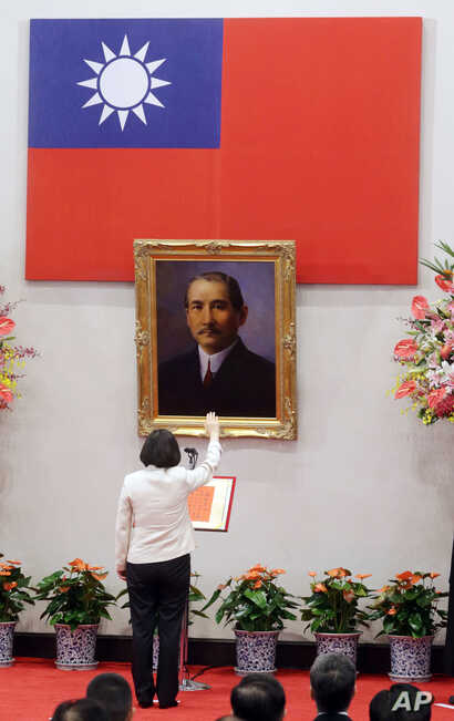 Standing in front of a portrait of the founding father of the Republic of China, R.O.C., Dr. Sun Yat-sen, Taiwan's President Tsai Ing-wen recites the oath of office during the swearing-in ceremony at the Presidential Office in Taipei, Taiwan May 20, ...
