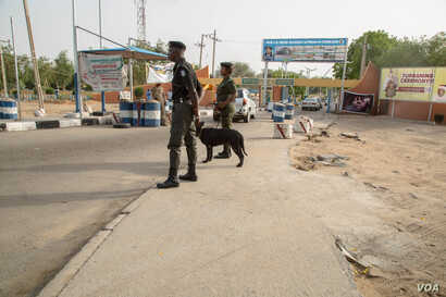 Police patrol the entrance gate of the university with sniffer dogs. No other public university in northeastern Nigeria has this level of security. (C. Oduah/VOA)