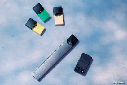 Juul e-cigarette and pods