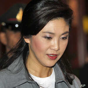 Thailand's Prime Minister Yingluck Shinawatra arrives at the Flood Relief Operation centre (FROC) in Bangkok October 28, 2011
