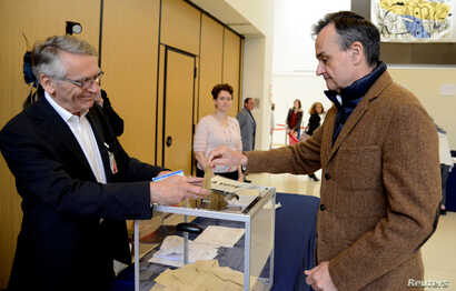 French Ambassador to the U.S. Gerard Araud casts his ballot as he joins French citizens living in the United States voting in the French presidential run-off between Emmanuel Macron and Marine Le Pen, at the French Embassy in Washington, May 6, 2017....