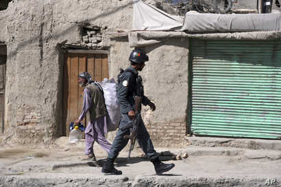 An Afghan security officer arrives at an area near a house where attackers are hiding, in Kabul, Afghanistan, Aug. 21, 2018. Russia was set to host Taliban and Afghan government representatives for talks starting September 4, but was forced to postpo...