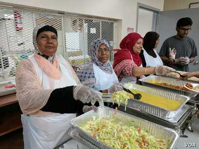 Desi Senior Center provides Halal and vegetarian options for its mostly-Muslim Bangladeshi community. (R. Taylor/VOA)