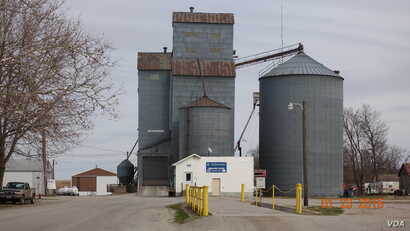 A grain elevator in Donnellson, Iowa. Like many other rural U.S. towns, Donnellson has few stores in its downtown, and after dark or on weekends, very few are open. Small towns in rural areas once thrived on business from farmers and others involved ...