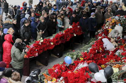 People gather to commemorate the victims of the crashed Flight FZ981, a Boeing 737-800 operated by Dubai-based budget carrier FlyDubai, outside the airport of Rostov-On-Don, Russia, March 20, 2016.