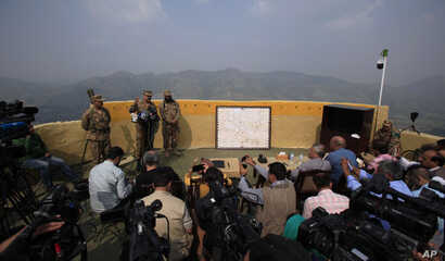 Pakistan's army spokesman Lt Gen. Asim Bajwa, second from right, with area commanders briefs to journalitss at a forward area Bagsar post on the Line of Control (LOC), that divides Kashmir between Pakistan and India, in Bhimber, some 166 kilometers (...