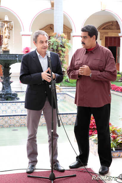 Former Spanish prime minister Jose Luis Rodriguez Zapatero, left, talks next to Venezuela's President Nicolas Maduro after their meeting at Miraflores Palace, in Caracas, Venezuela, Nov. 23, 2016.