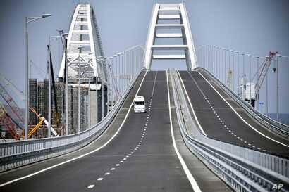 A view of the new bridge linking Russia and the Crimean peninsula prior to its opening ceremony near Kerch, Crimea, May 15, 2018.
