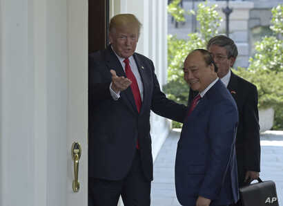 President Donald Trump welcomes Vietnamese Prime Minister Nguyen Xuan Phuc to the White House in Washington, May 31, 2017.