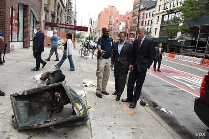 Governor Andrew M. Cuomo and Mayor Bill de Blasio receive a briefing from authorities on the explosion in Manhattan and visit residents and businesses around 23rd Street. (Photo: Don Pollard / Office of Governor Andrew M. Cuomo)