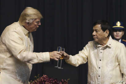 U.S. President Donald Trump toasts with Philippines President Rodrigo Duterte during the gala dinner marking ASEAN's 50th anniversary in Manila, Nov. 12, 2017.