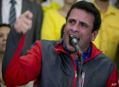 Opposition leader Henrique Capriles speaks during a press conference in Caracas, Venezuela, Oct. 21, 2016.