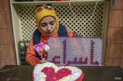 Activist and photojournalist Esraa El Taweel was detained along with her fiancé, Omar. (H. Elrasam/VOA)