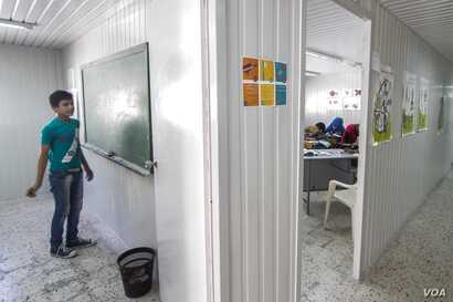 It is hoped that Syrian refugees will now have a greater opportunity to receive education thanks to the Lebanese government's Back to School program, Beirut, Lebanon, Sept. 17, 2015. (VOA / J. Owens)