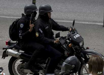 Members of the Venezuelan Bolivarian Intelligence Service arrive to the Junquito highway during an operation to capture Oscar Perez, according to officials, in Caracas, Jan. 15, 2018.