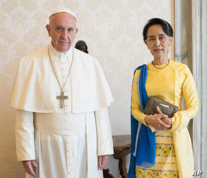 FILE - State Counsellor and Union Minister for Foreign Affairs of the Republic of the Union of Myanmar Aung San Suu Kyi poses with Pope Francis on the occasion of their private audience, at the Vatican, May 4, 2017.