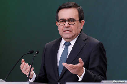 Mexico's Economy Minister Ildefonso Guajardo gestures during a news conference at Los Pinos presidential residence in Mexico City, Mexico, May 1, 2018.
