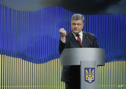 Ukrainian President Petro Poroshenko gestures while speaking during a news conference in Kyiv, Ukraine, Jan. 14, 2016.